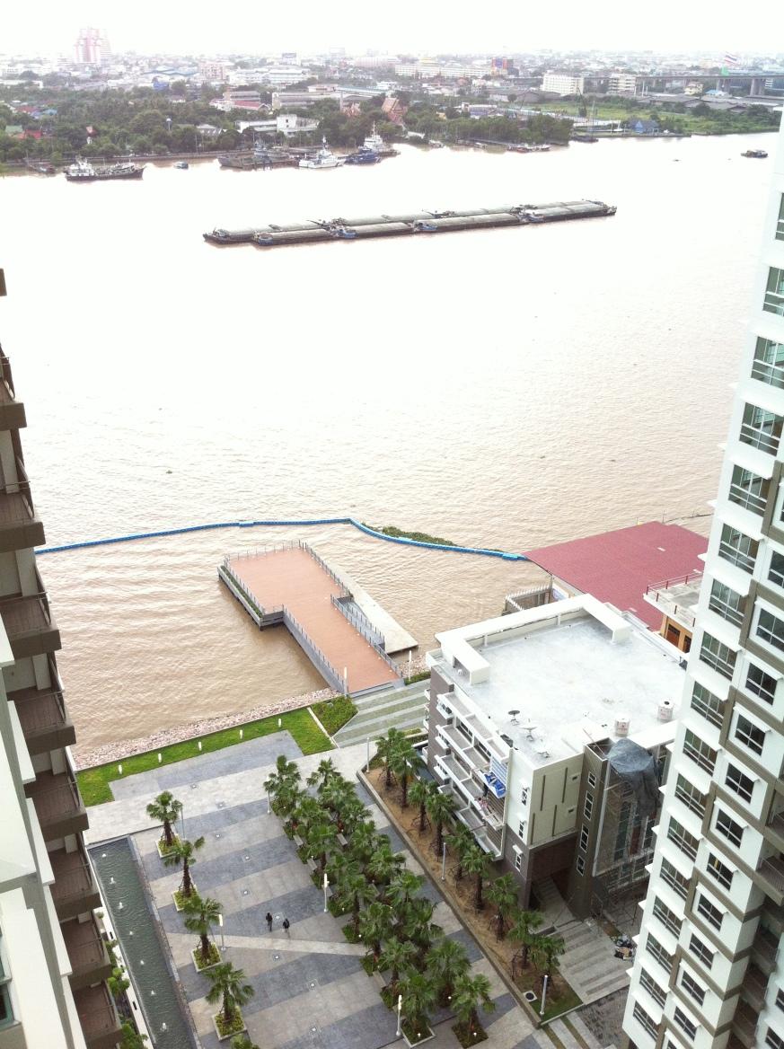 จากระเบียง มองดูแม่น้ำ