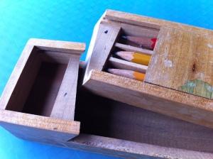 กล่องดินสอไม้เก่าๆ