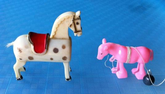 ม้าเหลาดินสอ และ ม้าเดินได้
