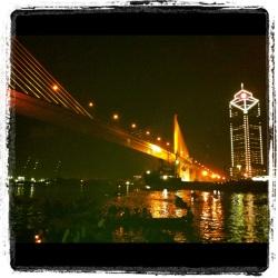 ลอยกระทงใต้สะพานแขวน